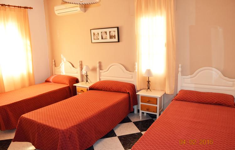 habitación triple hostal los rosales